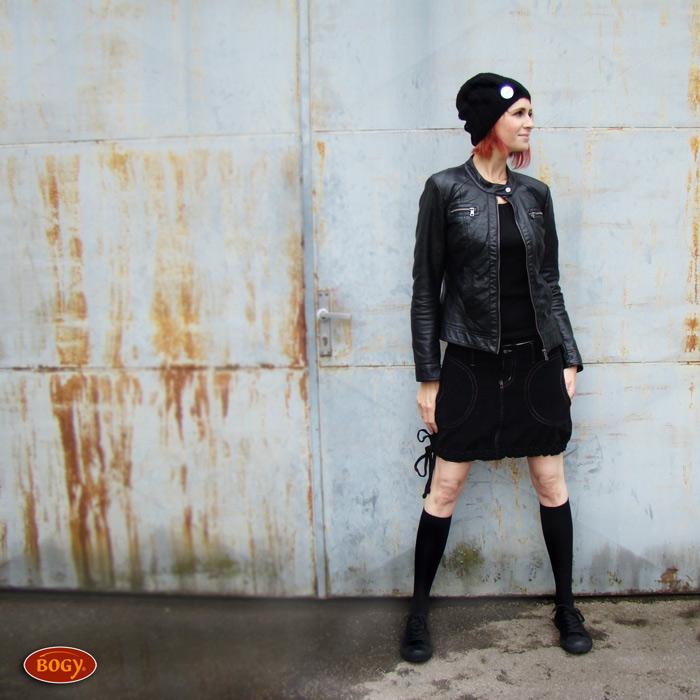 """<span>černá manšestrová sukně balonová   <a href=""""https://static.flercdn.net/i2/products/4/9/4/76494/6/3/6347968/ycvtavnhilbcye.jpg"""" target=""""_blank"""">Zobrazit plnou velikost fotografie</a></span>"""