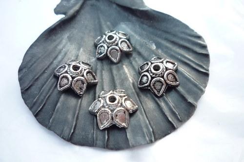 stříbrné  kaplíky  4 ks  10 mm