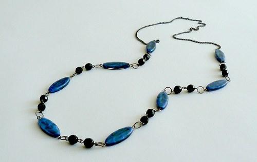 Tmavě modrý náhrdelník