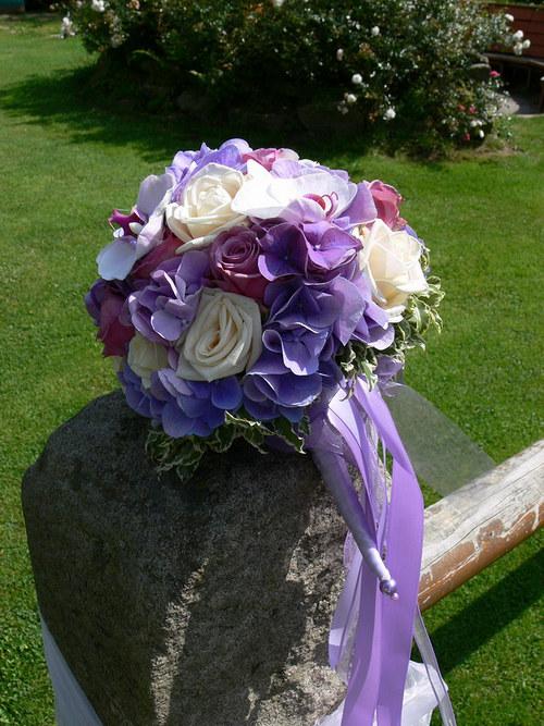 Růžovo-bílo-fialková - kulatá kytice vatičkovaná