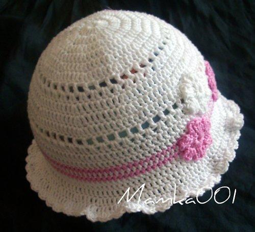 Dívčí háčkovaný klobouček