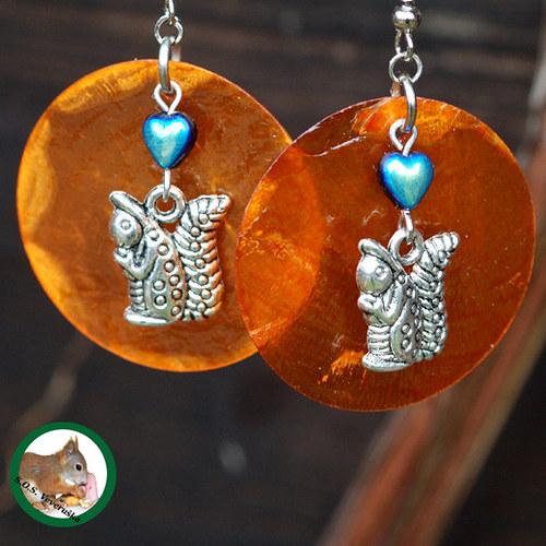 Veverky na oranžové perleti