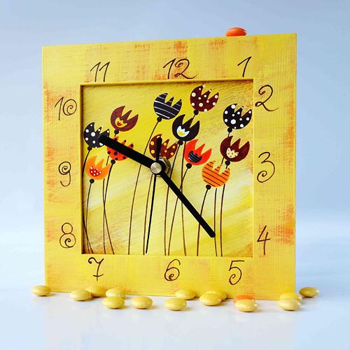 hodiny s kukačkou - žluté s tulipány