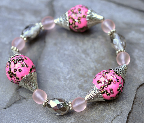Náramek růžové korálky - gumička  B0032P