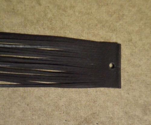 Balení hnědých kožených řemínků po 20ks
