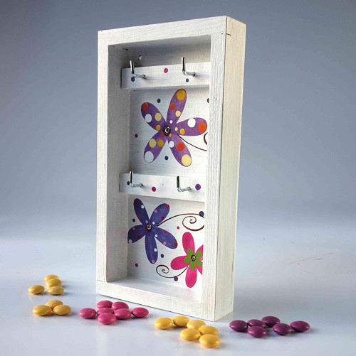 věšák na klíče s alarmem - bílý s květy