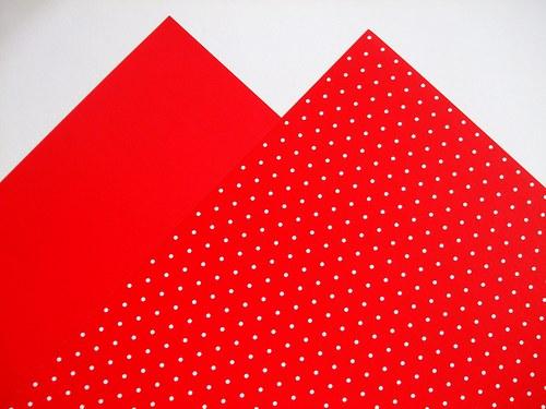Karton červený puntíkovaný