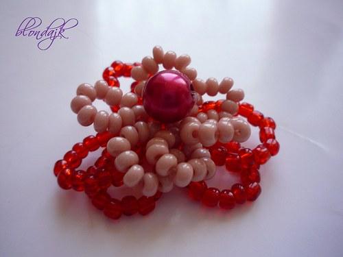 Červená kytička