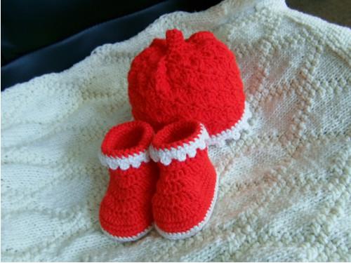 Čepička a botičky v červené