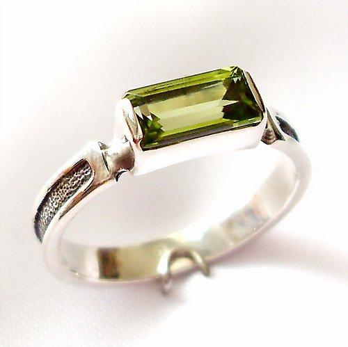 Prsten «Rámeček» - stříbro 925, přírodní olivín