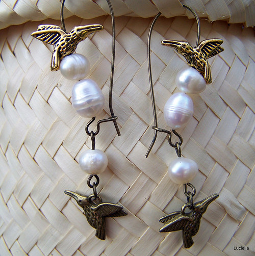 Kolibříčci na perlových vajíčkách