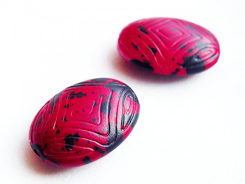 Červené vzorované oválky ((KOM55))