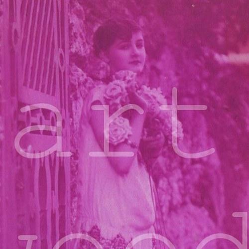DÍVKA s květinami- pohlednice č. 1123