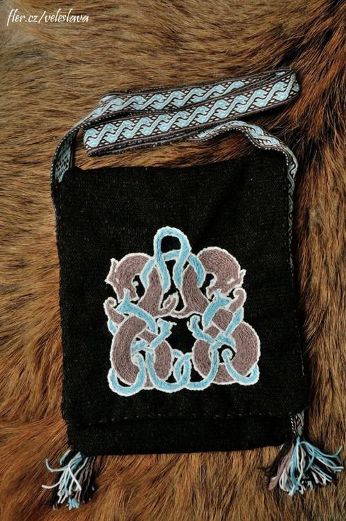 Oseberg - taška přes rameno s výšivkou a karetkou