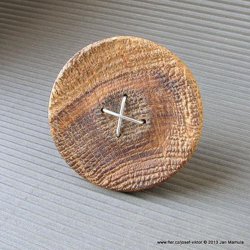 TOVARYŠ  dřevěná brož