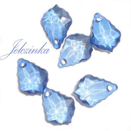 Modré plastové přívěsky