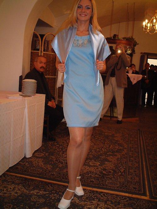 společenské šaty pro mladou dámu