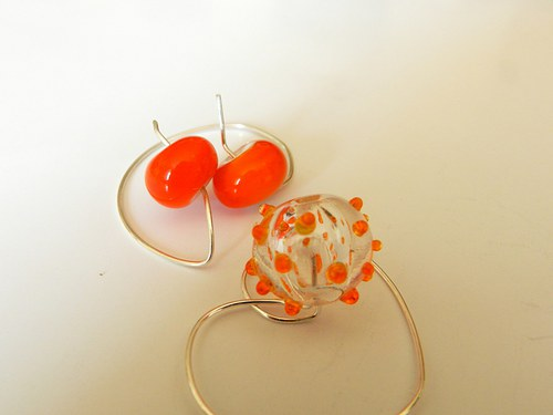 Dutá s oranžovými tečkami
