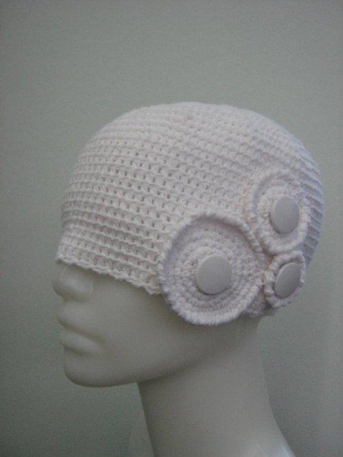 Háčkovaná, bílá čepice