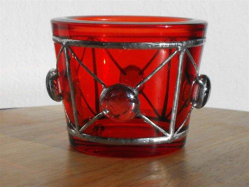 Červený svícínek