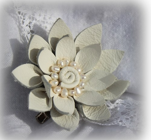 Bílá - ultra mini s říčními perličkami