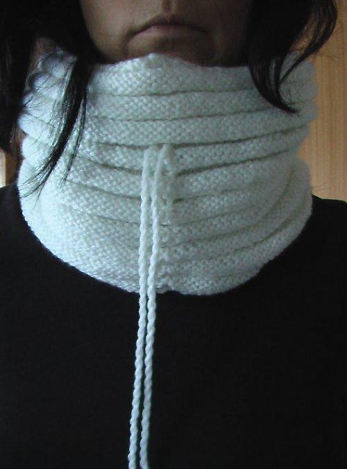 Módní nákrčník - kukla bílá