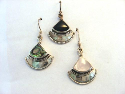 Qautria náušnice stříbro s kamenem nebo s perletí.