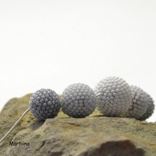 Kuličkový náhrdelník bílo-šedivý
