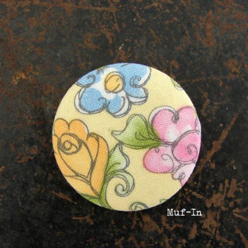 Brož (button, placka) květinová, 4 cm