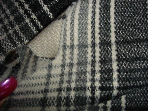 šedočerná kostka