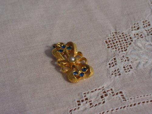 Přívěšek s modrými kamínky
