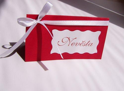 červená jmenovka na svatební stůl...
