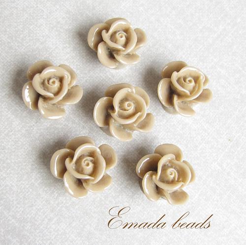 Resin květiny, kabošon béžová, 1,5 cm