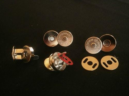 !!!Magnetické zapínání 15mm,nikl - 20ks...