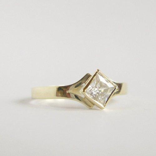 Zasněná ve žlutém (zlatý prsten)