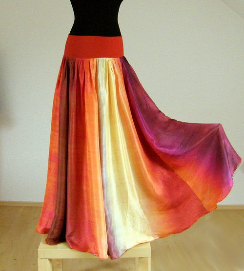 REZATÁ KRÁSKA :-)  dlouhá rozevlátá hedvábná sukně