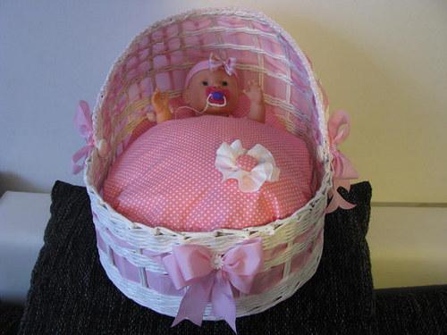 košík pro panenku