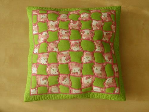 Zeleno-růžový polštář