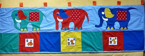 Velký vyteplený zatepl. kapsář za postel - sloni