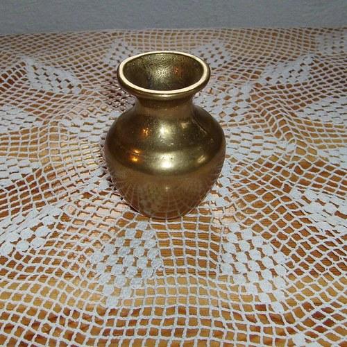 15. Mosazná váza