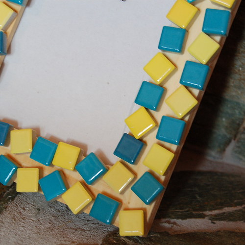 Žluto-modrá
