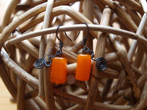 Náušnice moderní oranžová
