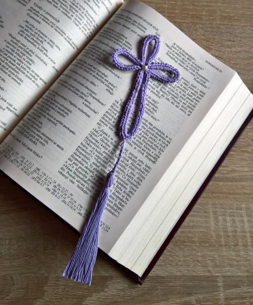 Křížek se střapcem