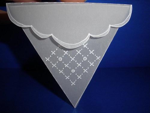 Trojúhelníková krabička