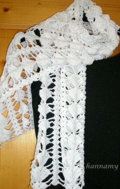 Bílý háčkovaný šál
