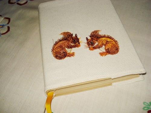 Obal na knihu s veverkou