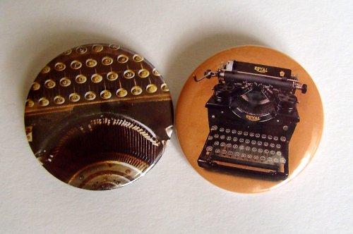 PSACÍ STROJ - 2 placky - buttony - 44 mm