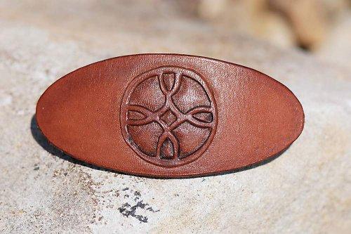 spona kožená rytá, francouzská mechanika 8 cm