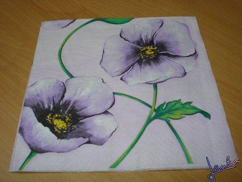 Ubrousek fialové květiny