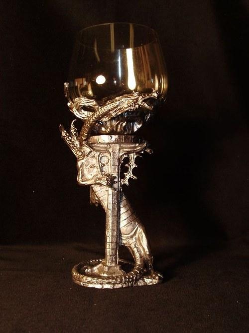 sklenice na víno - drak